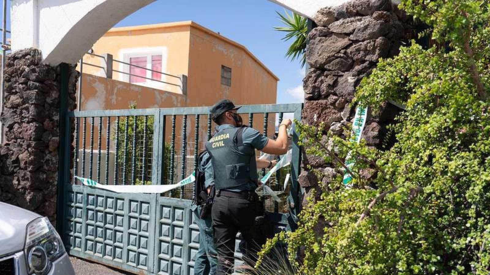 La Guardia Civil realiza un segundo registro de la casa del padre desaparecido con sus dos hijas