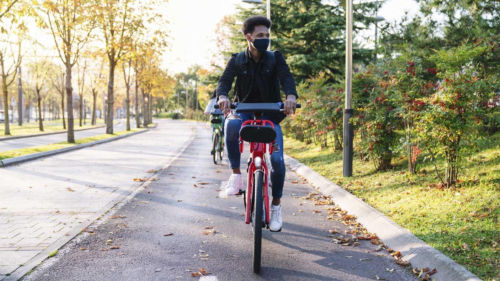 Movilidad y pandemia: el miedo lastra el transporte privado frente al público, pero las bicis ganan terreno