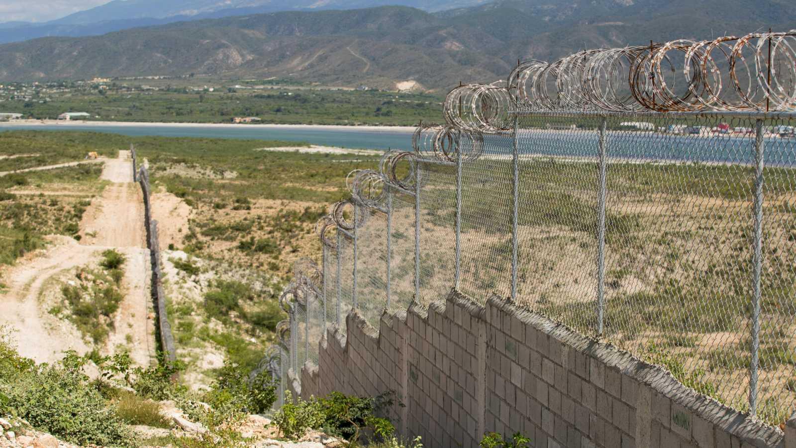 La valla que separa República Dominicana de Haití