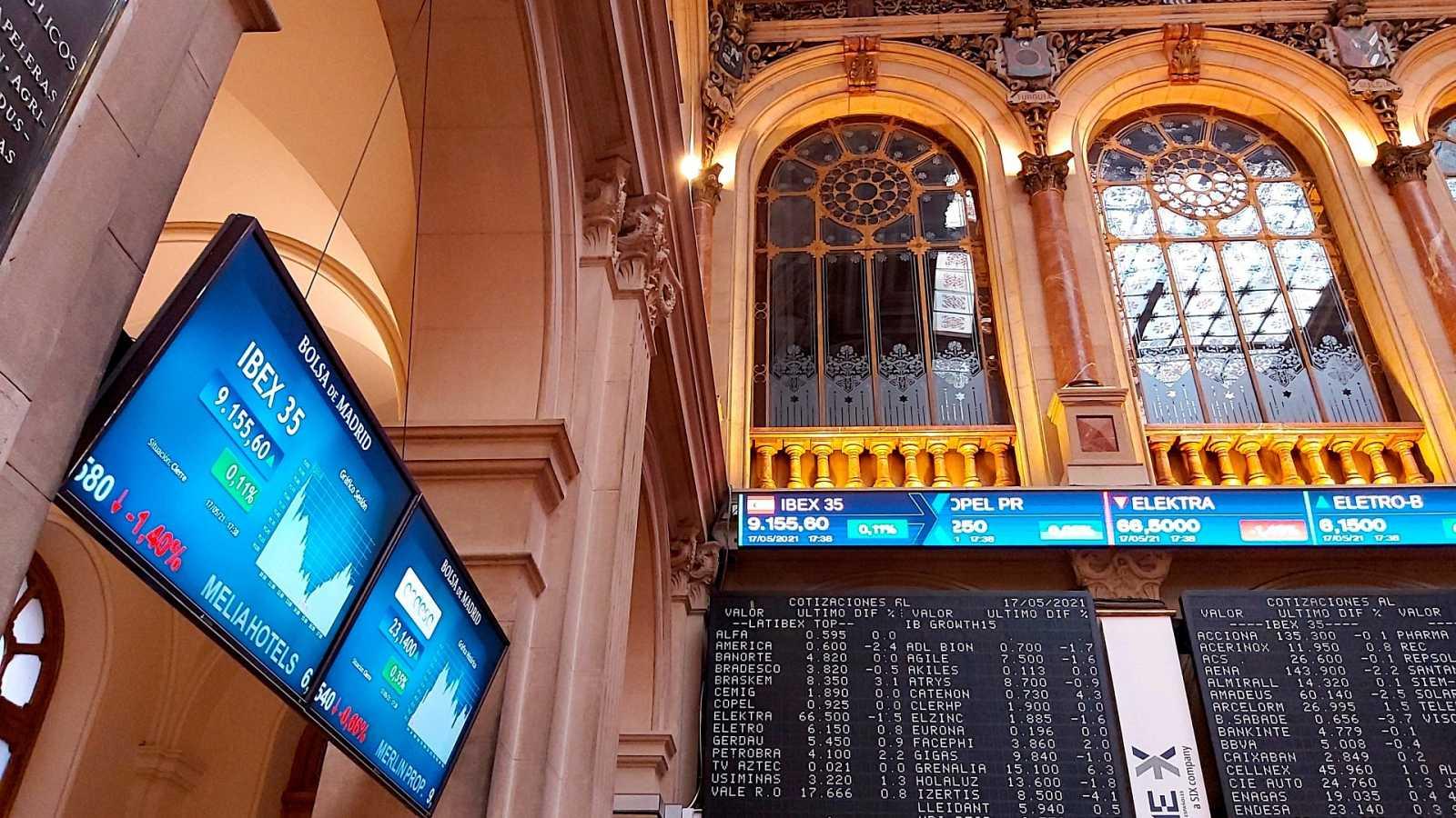 Un panel informativo en el Palacio de la Bolsa de Madrid