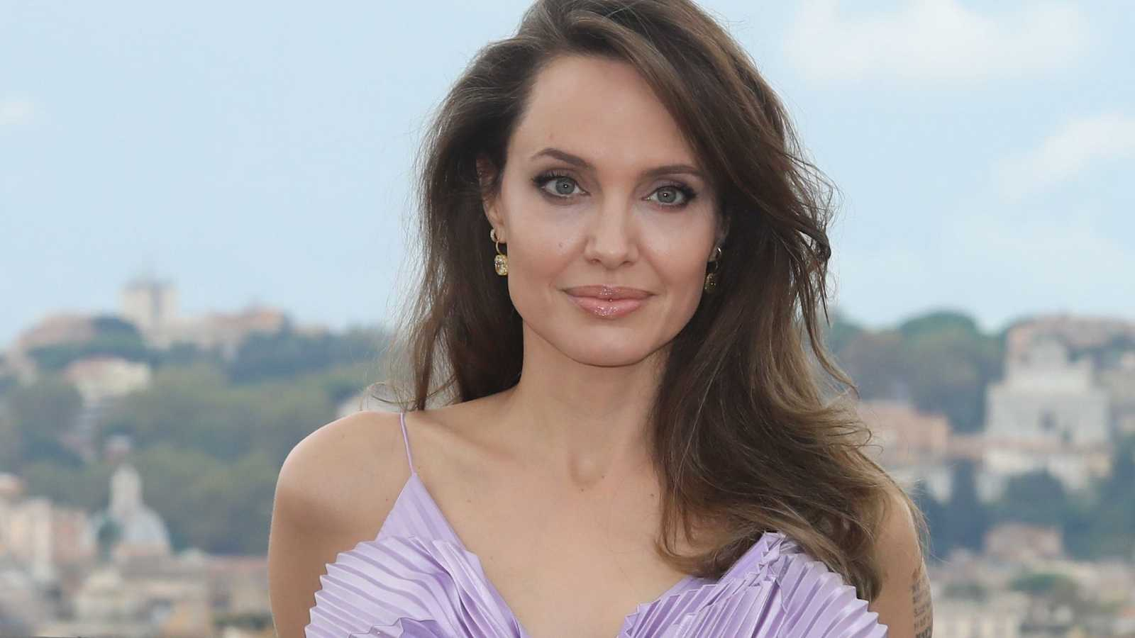 Angelina Jolie cumple 46 años estupenda