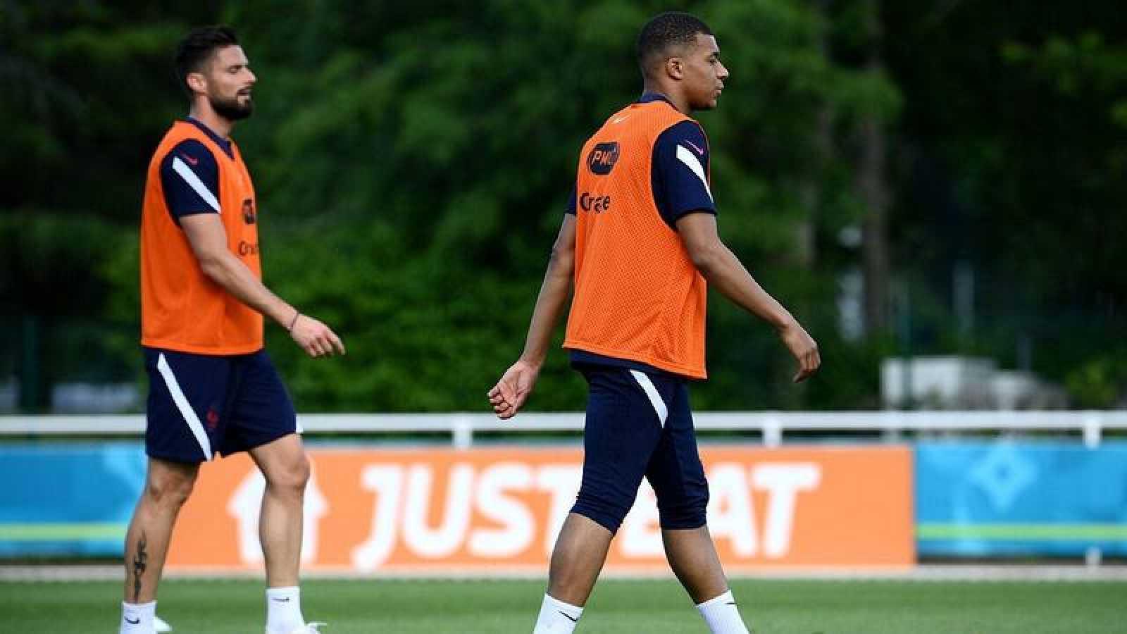 Olivier Giroud y Kylian Mbappé, en un entrenamiento de la selección francesa.