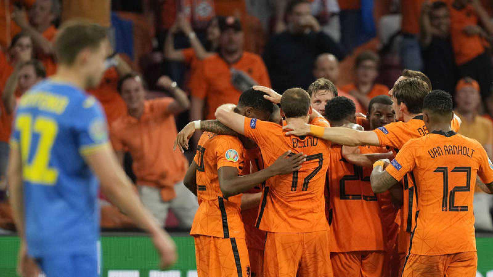 Países Bajos sufre para derrotar a Ucrania en su debut en la Eurocopa