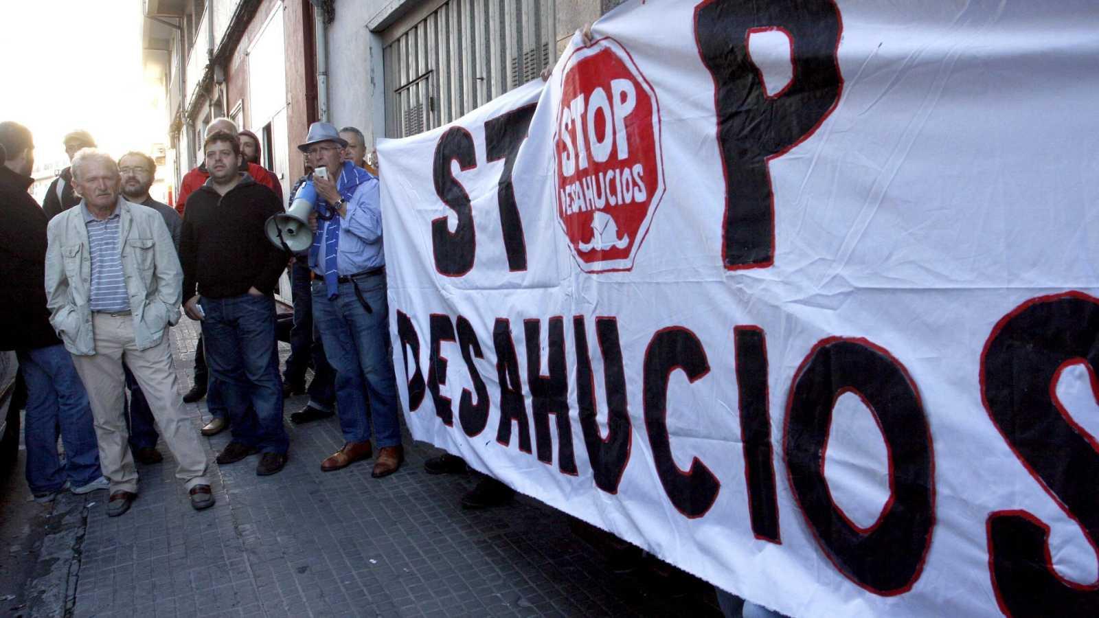 El colectivo Stop Desahucios durante una concentración en una imagen de archivo