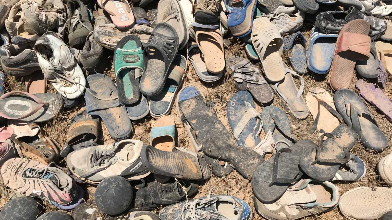 El calzado de las personas migrantes expulsado por el mar