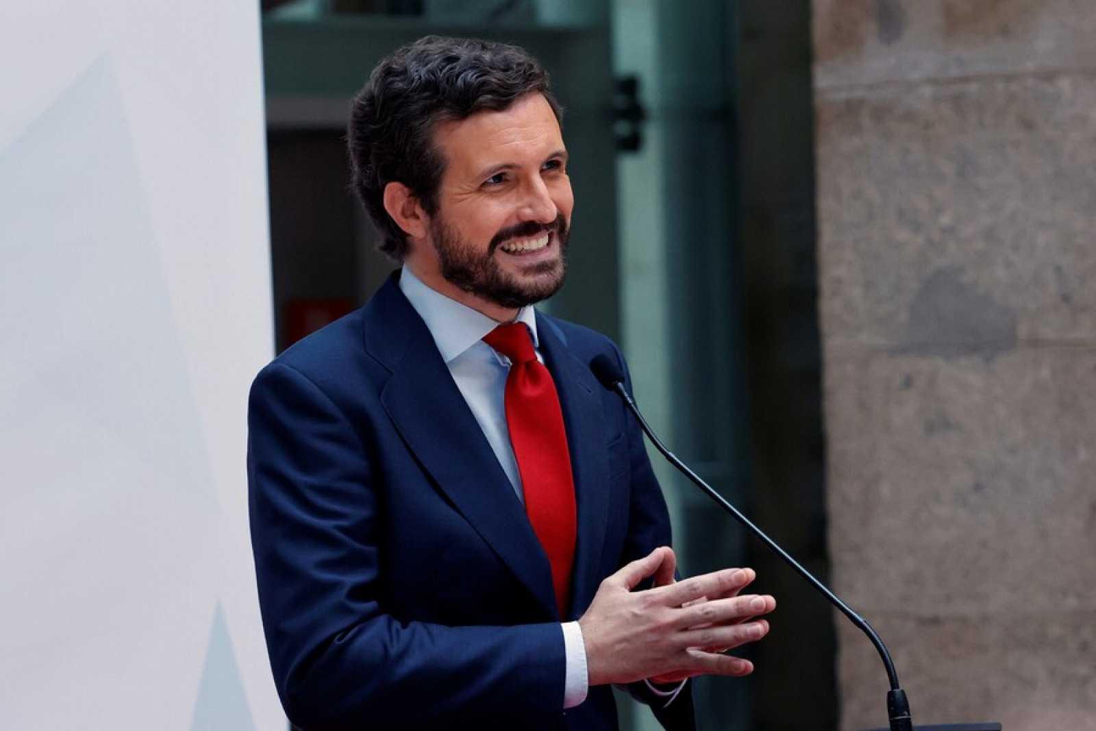 """Casado acusa a Sánchez de """"entregar España a los nacionalistas"""" con los indultos"""