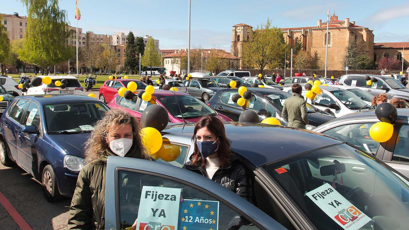 Imagen de archivo de una manifestación de trabajadores interinos en León, el pasado mes de abril.