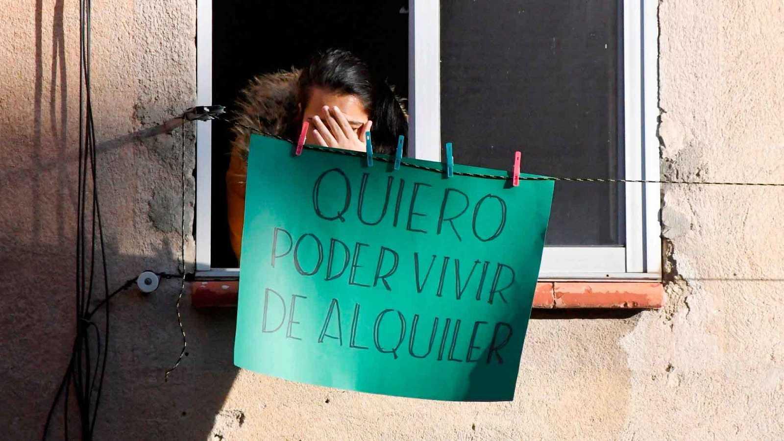 Vecinos de Barcelona exigen que se paralicen todos los desahucios