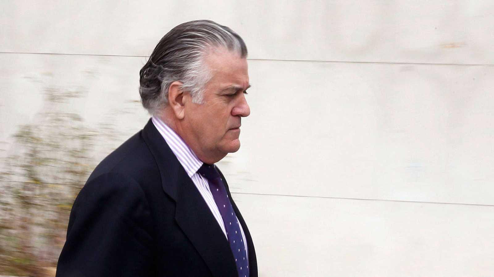 El extesorero del PP Luis Bárcena a su salida de los juzgados el pasado mes de mayo