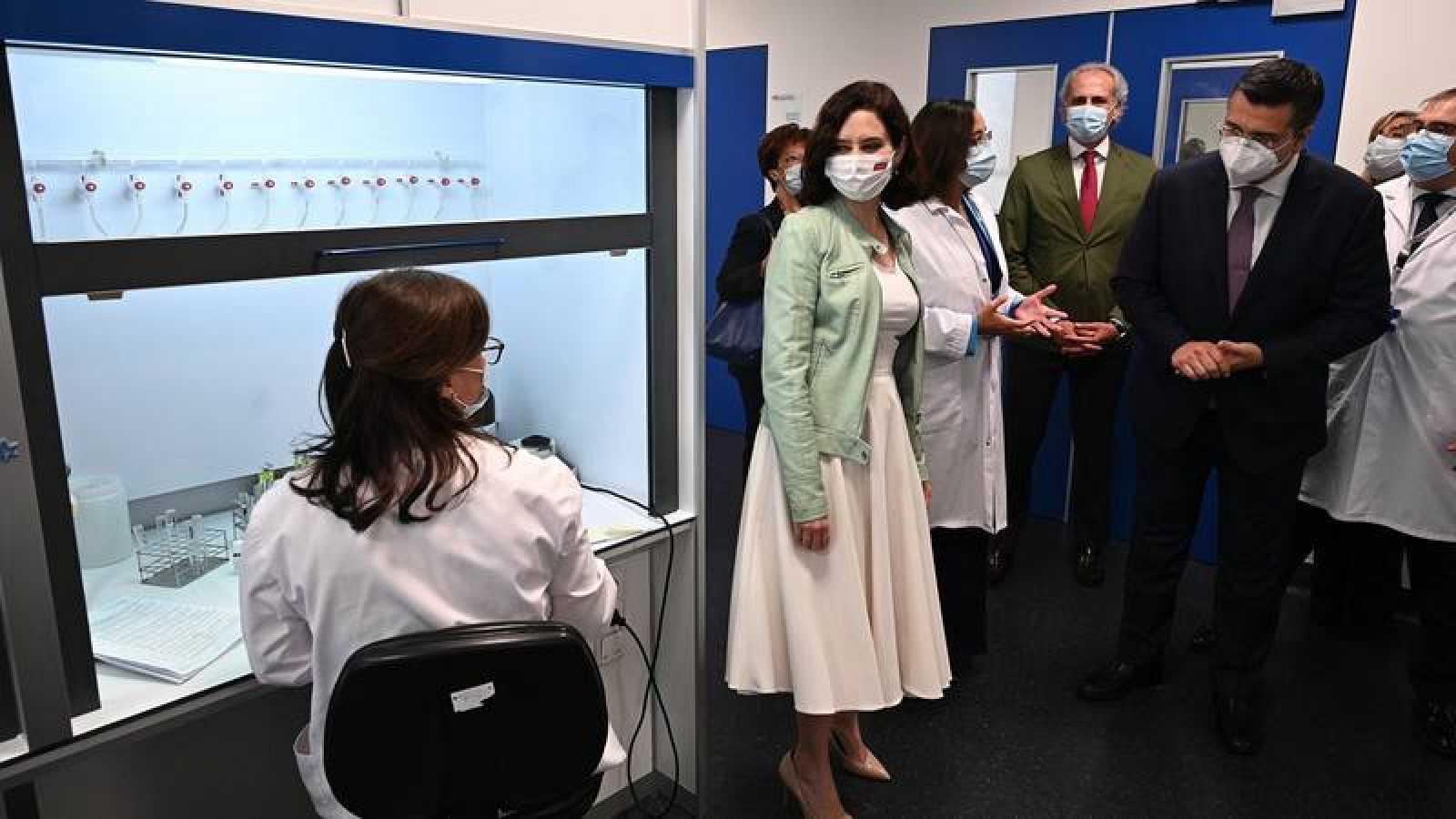 La presidenta madrileña visita el Hospital Isabel Zendal