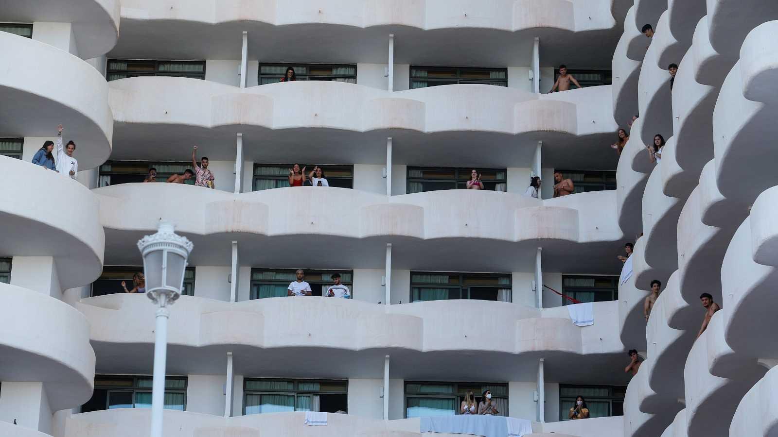 Los estudiantes aislados en Palma celebran la decisión de la Justicia de levantar el confinamiento a quienes hayan dado negativo por coronavirus