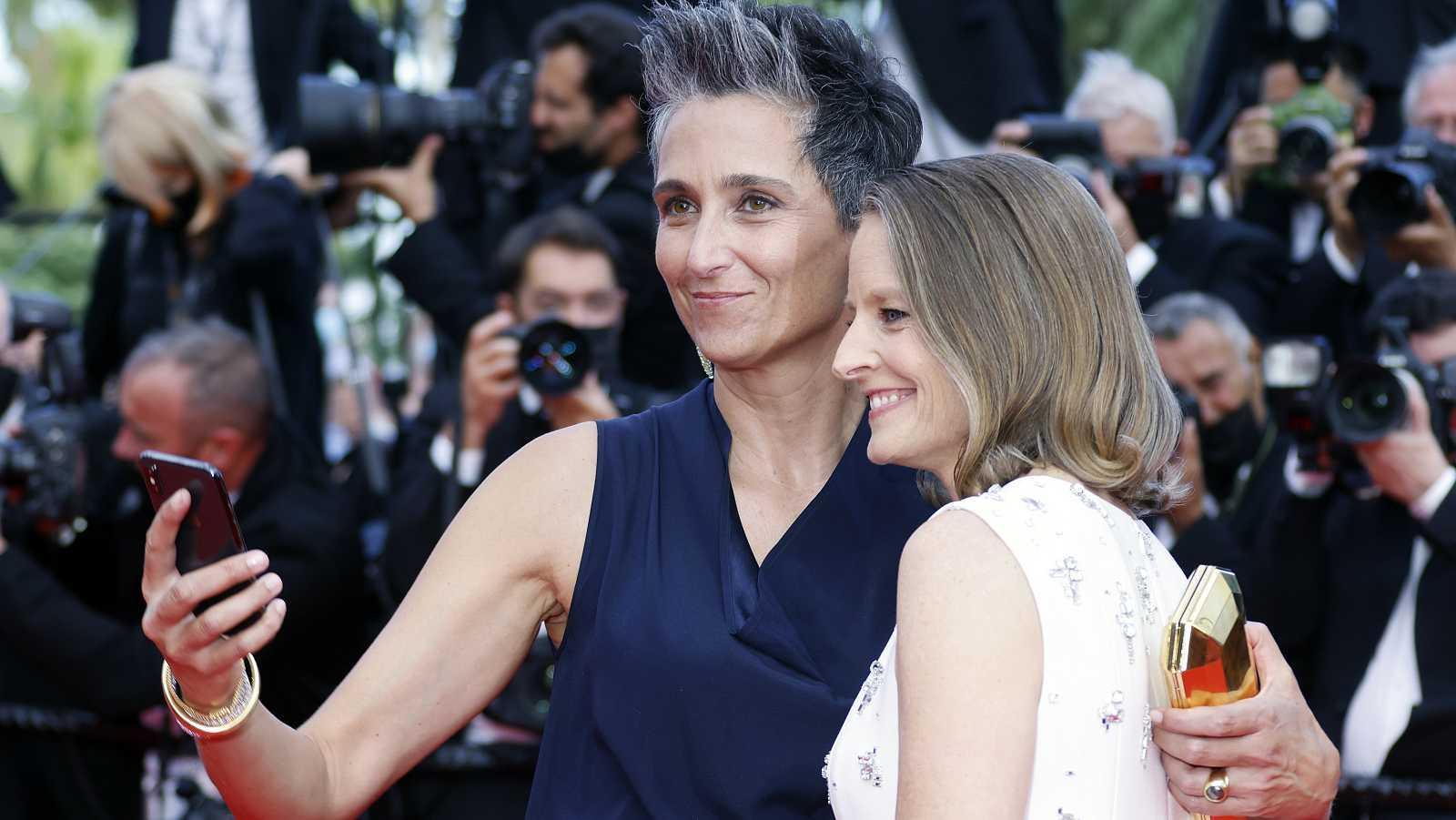 Jodie Foster y su mujer, Alexandra Hedison, en la alfombra roja de Cannes