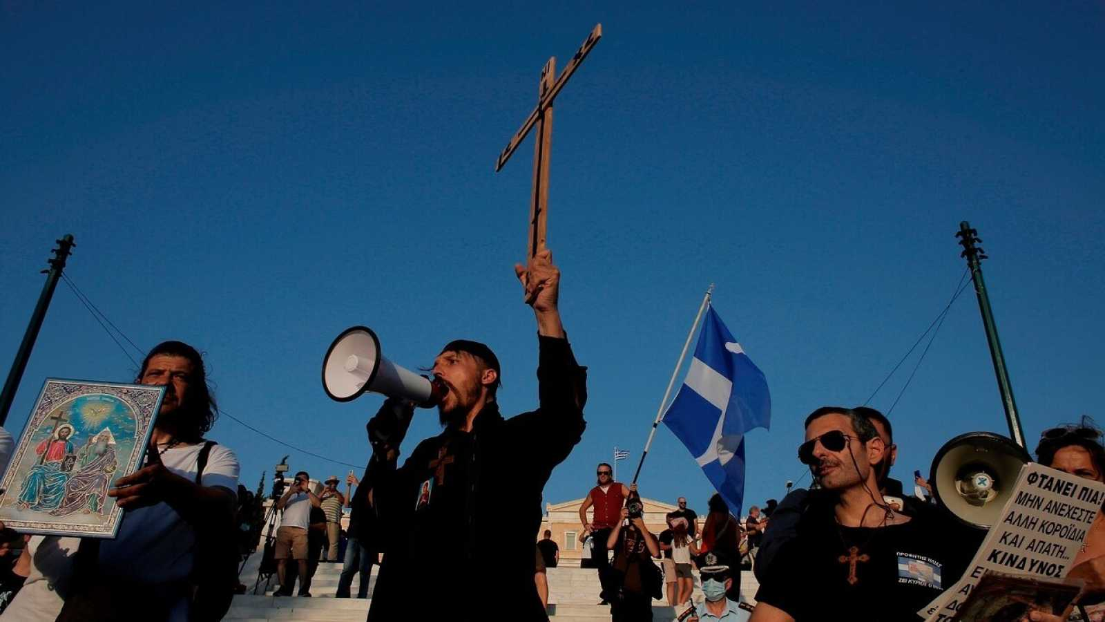 La vacunación obligatoria provoca protestas en Grecia