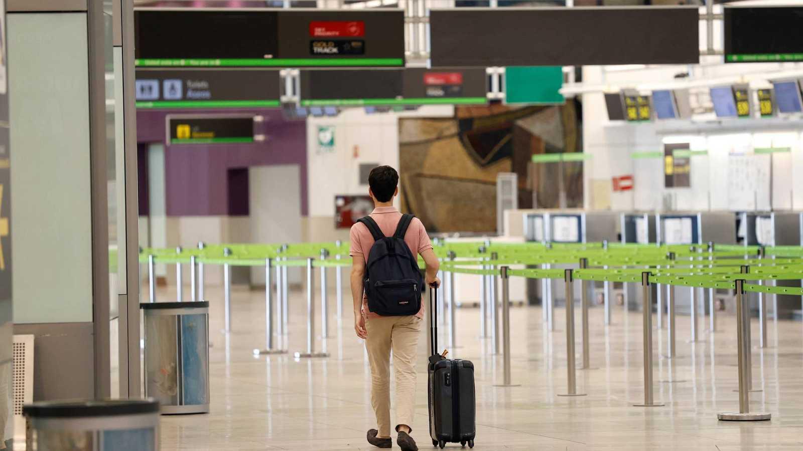 Los rebrotes de esta quinta ola comienzan a traducirse en más cancelaciones y menos llegadas de visitantes extranjeros