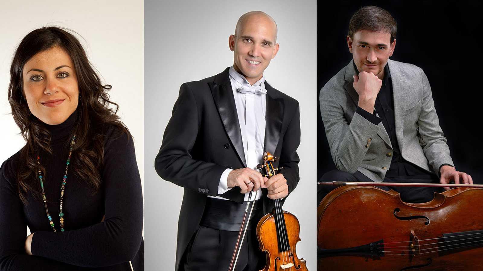 La directora Virginia Martínez, el violinista Miguel Borrego y el chelista Javier Albarés