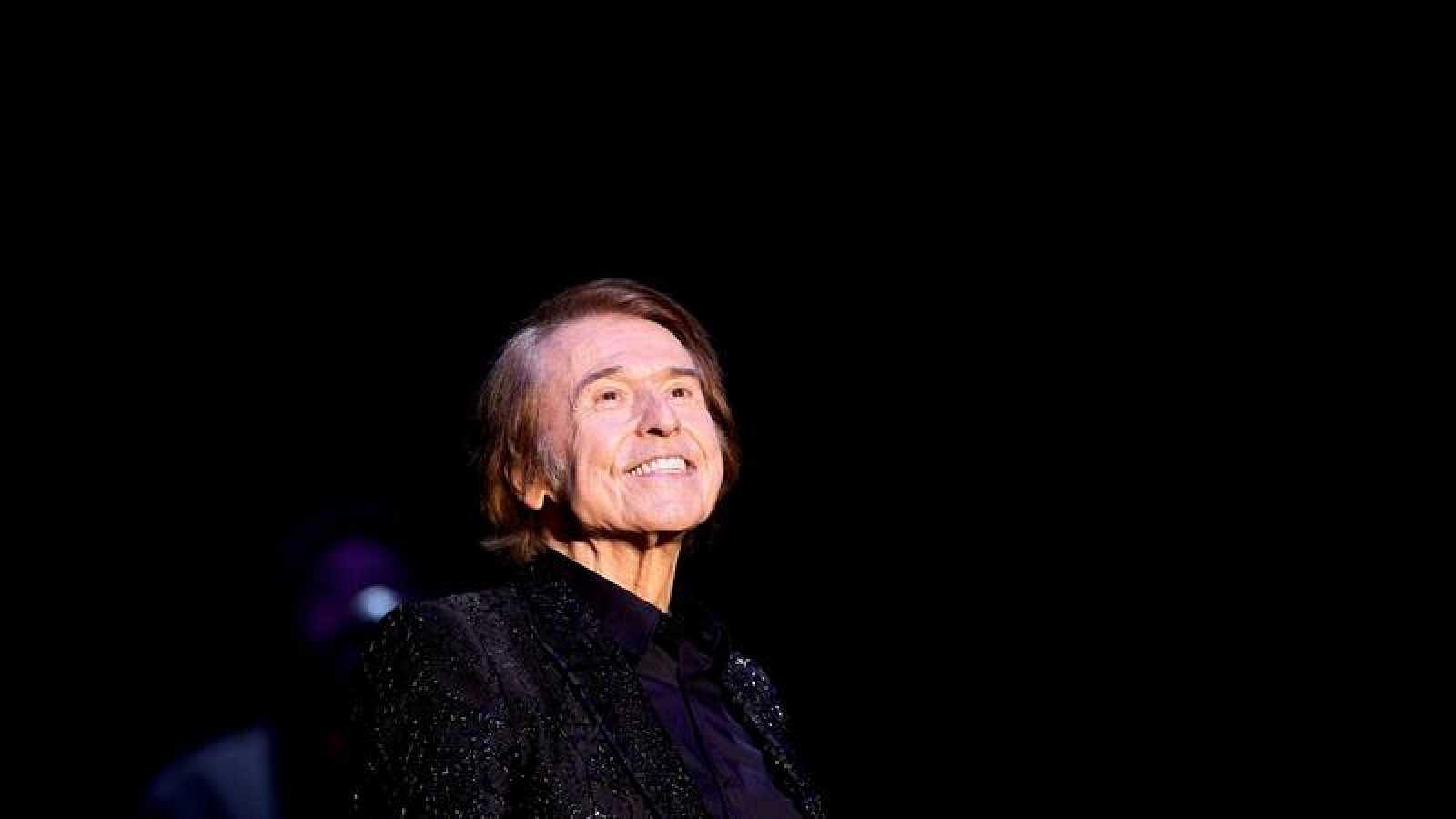 Raphael durante el concierto que ha ofrecido en Cap Roig