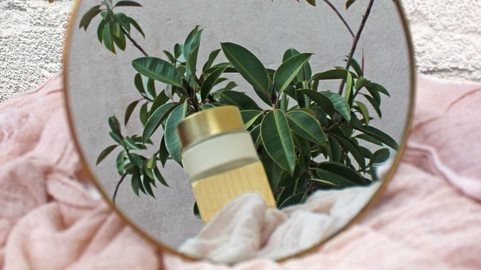 La cosmética natural es una alternativa a la cosmética convencional, más suave y libre de sustancias químicas