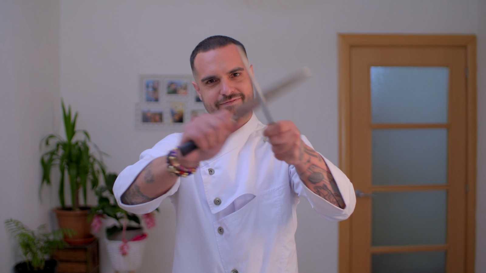 El Joan amb dos ganivets de cuina