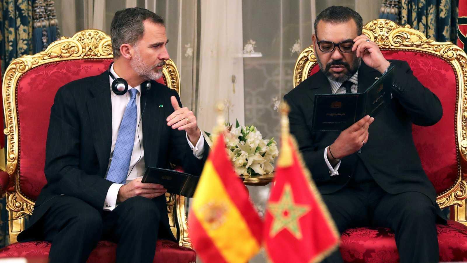 Felipe VI y Mohamed VI durante la firma de acuerdos en el Palacio de Huéspedes Agdal, en Rabat (13/02/2019)