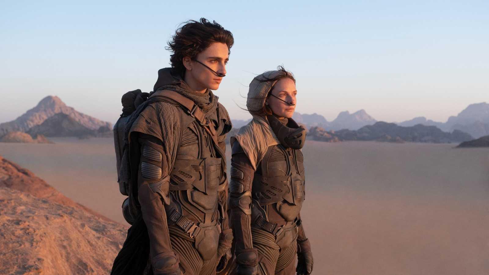 Timothée Chalamet y Rebecca Ferguson, en Dune