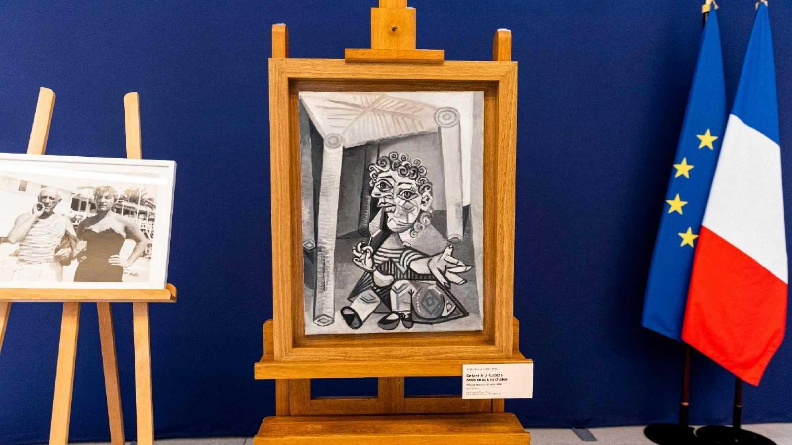 """""""El niño con el chupete sentado debajo de una silla"""" (1938), el único cuadro mostrado hasta ahora"""