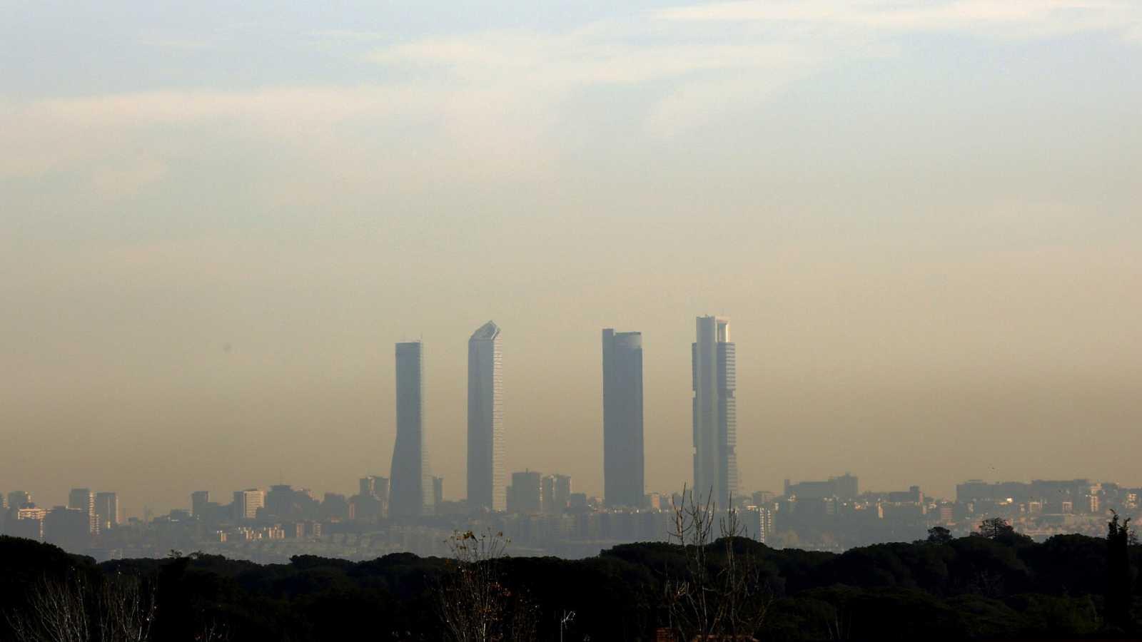 La ciudad de Madrid bajo una nube de contaminación en una imagen de archivo de 2019