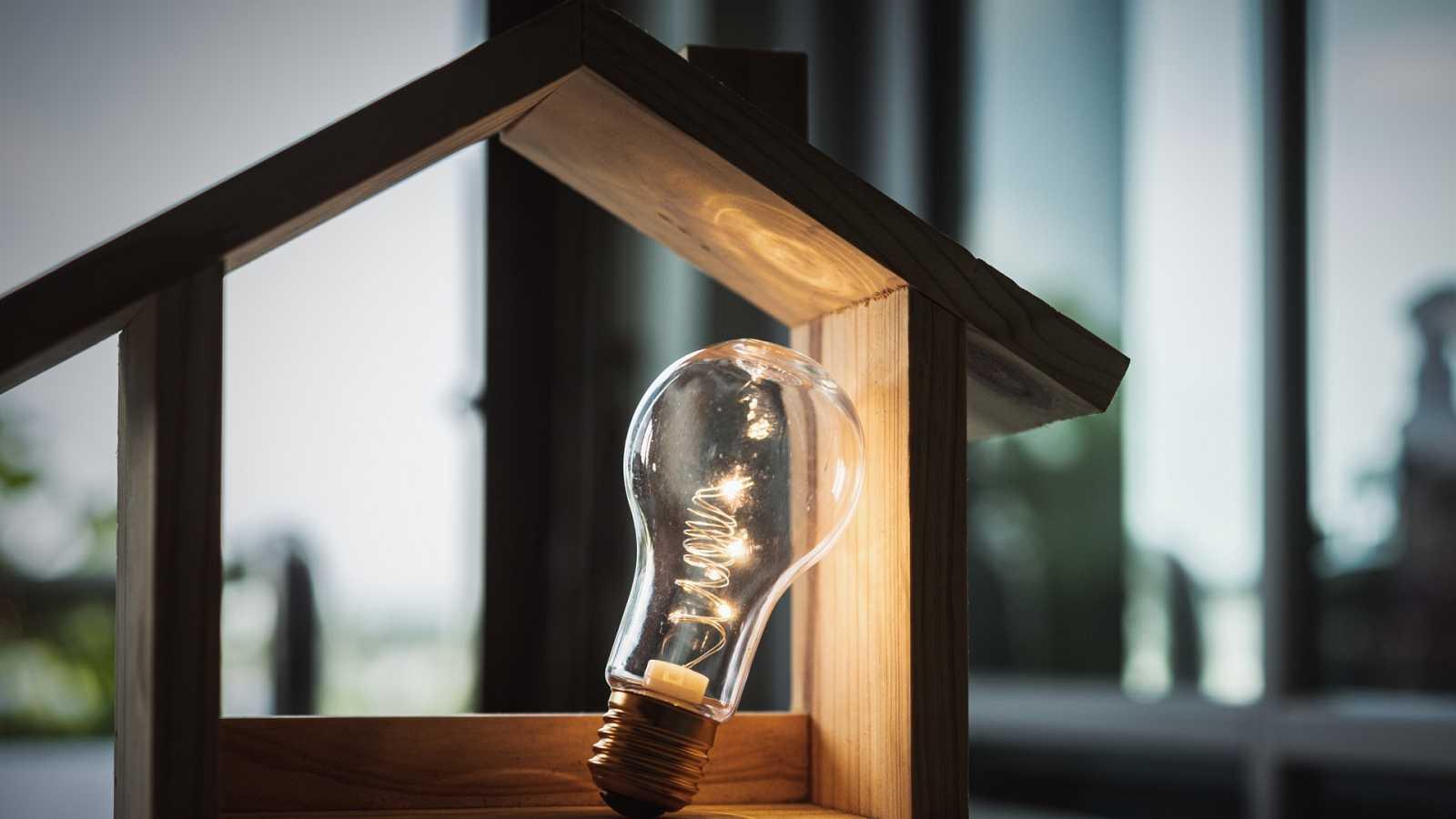 El precio de la luz se mantiene en niveles récord