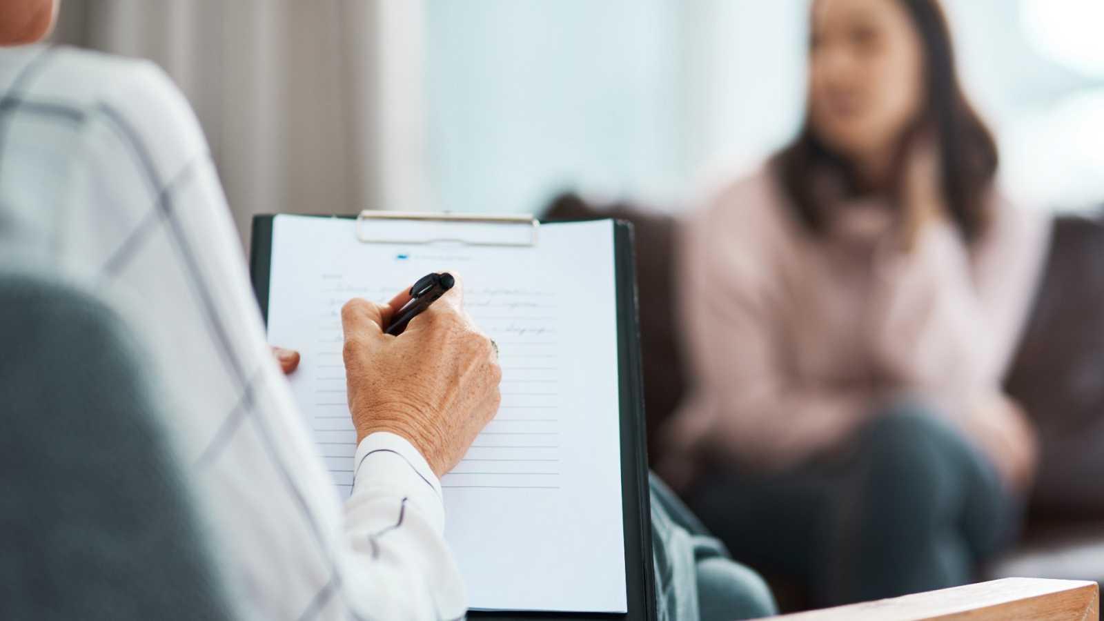 Una paciente acude a consulta con un psicólogo