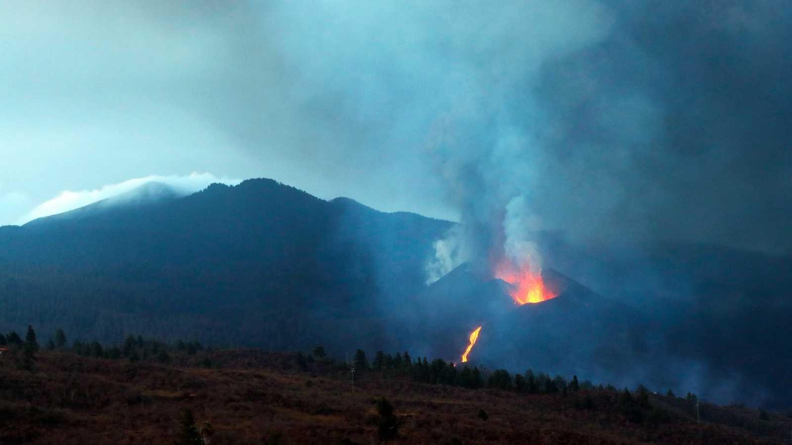 Vista del volcán de La Palma desde el municipio de El Paso