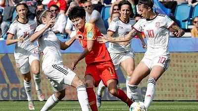 España empata con China y accede por primera vez en su historia a los octavos de final de un Mundial