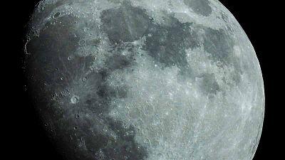 ¿Por que vemos una sola cara de la Luna?