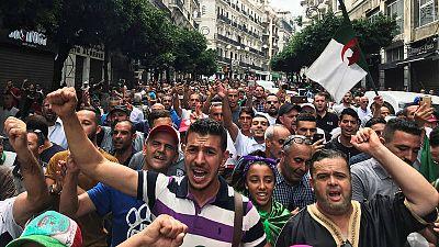 Manifestación en Argel en contra de las élites gobernantes
