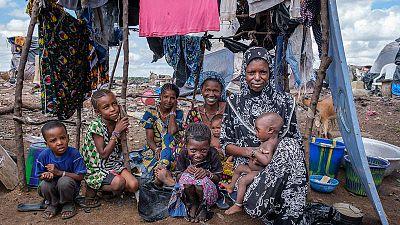 Más de 600 niños y 200 mujeres malviven entre la basura en el campo de desplazados de Faladie, en Bamako (Mali)