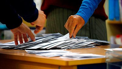 Recuento de votos, tras el cierre de las urnas, en un colegio electoral este 10 de noviembre.