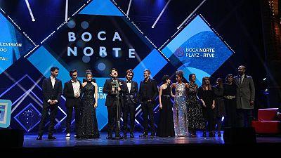 El equipo de 'Playz' junto al reparto de 'Boca Norte' recogen el Premio Ondas 2019