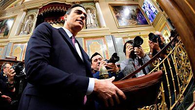 Pedro Sánchez sube al atril del Congreso para exponer su programa de investidura