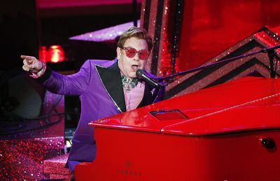 John ha interpretado '(I'm Gonna) Love Me Again', de 'Rocketman', durante la gala.