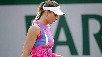 La tenista española Paula Badosa druante su partido ante Sloan Stephens en Roland Garros.