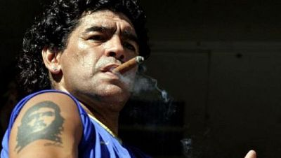 Maradona durante un partido de Boca.