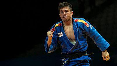Francisco Garrigós celebra una victoria en un combate del Europeo del año pasado