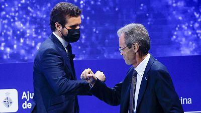El líder del PP, Pablo Casado, saluda al vicepresident del Cercle d'Economia, Jordi Gual