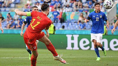 Gareth Bale falla una ocasión ante Italia.