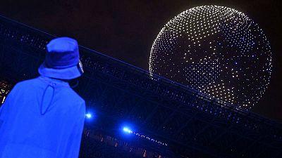 Imagen de los casi 2.000 drones que han iluminado el cielo del estado Olímpico de Tokio