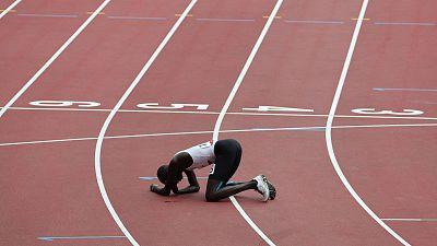 El atleta del equipo de refugiados James Chiengjiek, tras su caída en los 800 metros