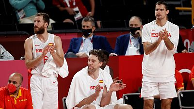 Sergio Rodríguez, Pau Gasol y Alberto Abalde celebran tras vencer a Argentina.
