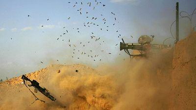 Archivo (2010): un soldado estadonidense dispara contra los talibanes en Jellawar, Afganistán. Foto: PATRICK BAZ / AFP