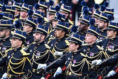 طلاب مدرسة ضباط الدرك الوطني ( مدرسة ضباط الدرك الوطني ). AFP ألين جوكارد