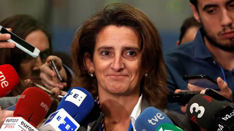 La ministra de Transición Ecológica en funciones, Teresa Ribera, atiende a los medios en la COP25.