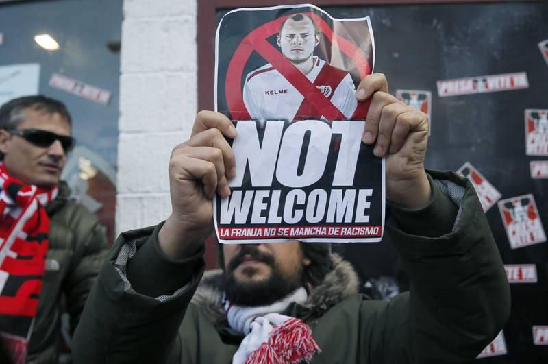 Concentración en Vallecas en 2017 en protesta por el fichaje de Roman Zozulya