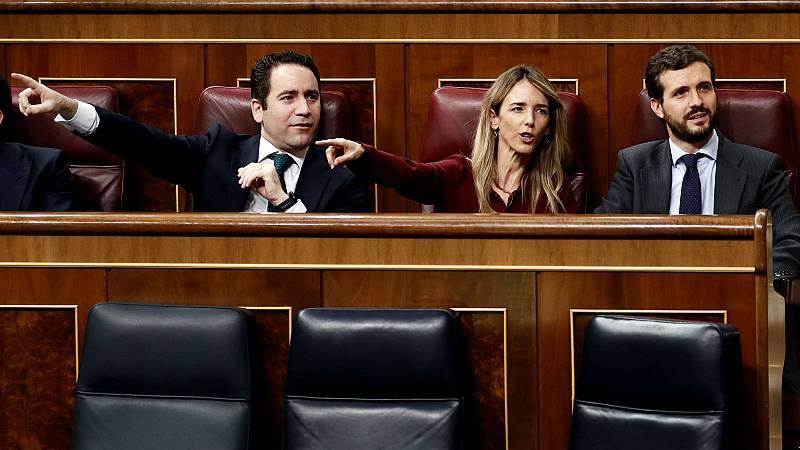 Los diputados del PP García Egea, Álvarez de Toledo y Casado protestan durante la intervención de Bildu en el debate de investidura.
